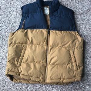 Men's Puffer Vest. Size XL